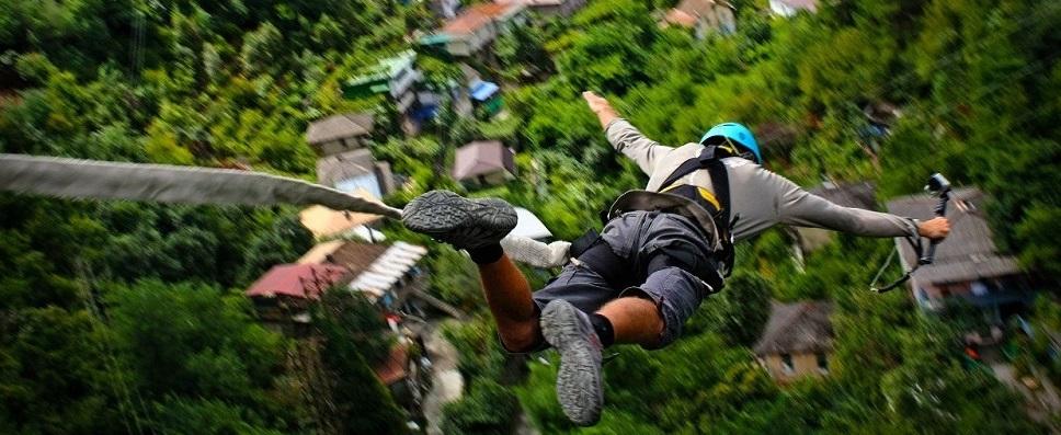 Прыжок с веревкой (rope-jumping) с 60 метрового моста в Абхазии