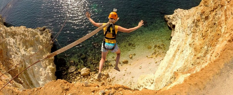 Прыжок с веревкой (роупджампинг) с гор в Крыму