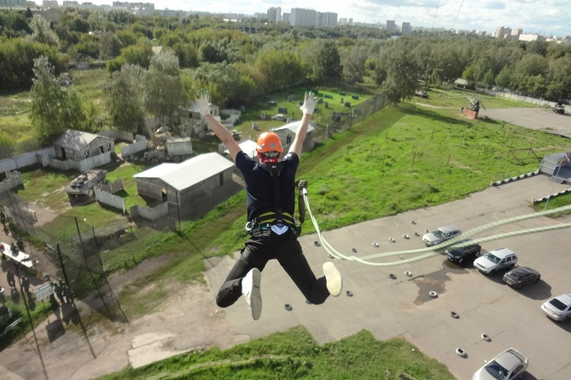роуп-джампинг прыжки с веревкой с вышки в Москве