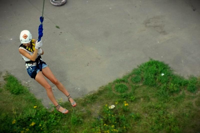 Прыжки в Москве с вышки рядом с метро - rope jumping