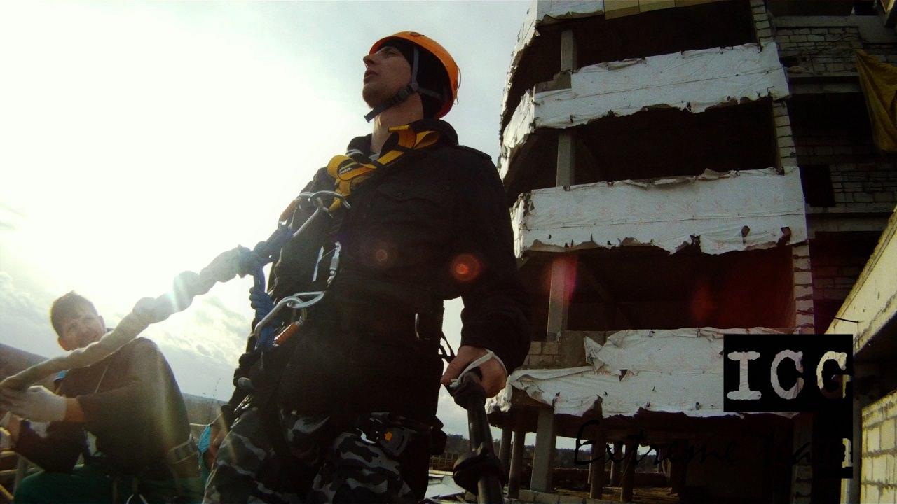 """Видео прыжков """"bungeejumping"""" со Счастливой семьи"""
