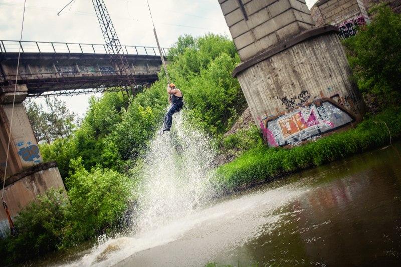 Прыжки с моста (rope jumping) с погружением в воду