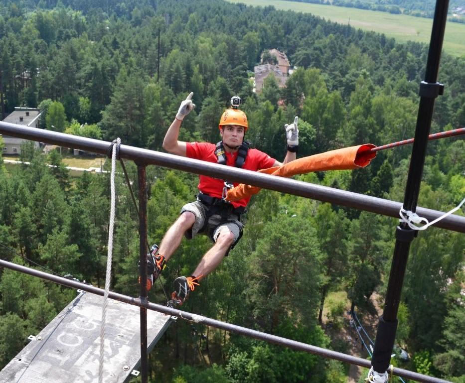 Прыжок с веревкой спиной с 50 метров