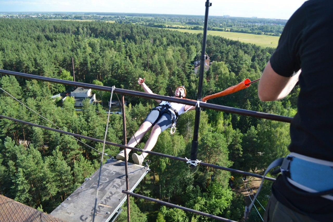 роупджампинг прыжок - падение спиной с 50 метров