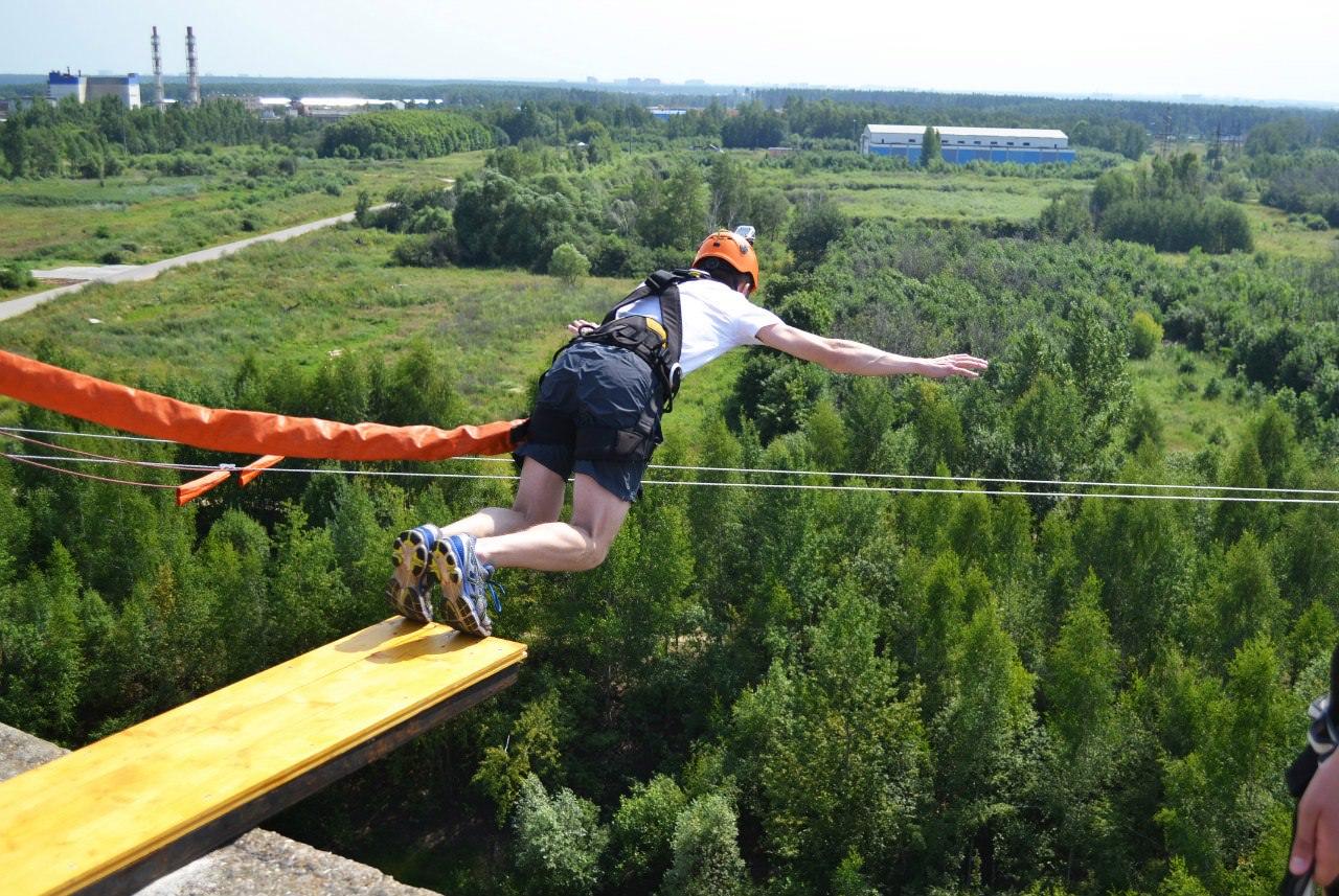Прыжок с веревкой с крыши высота 35 метров