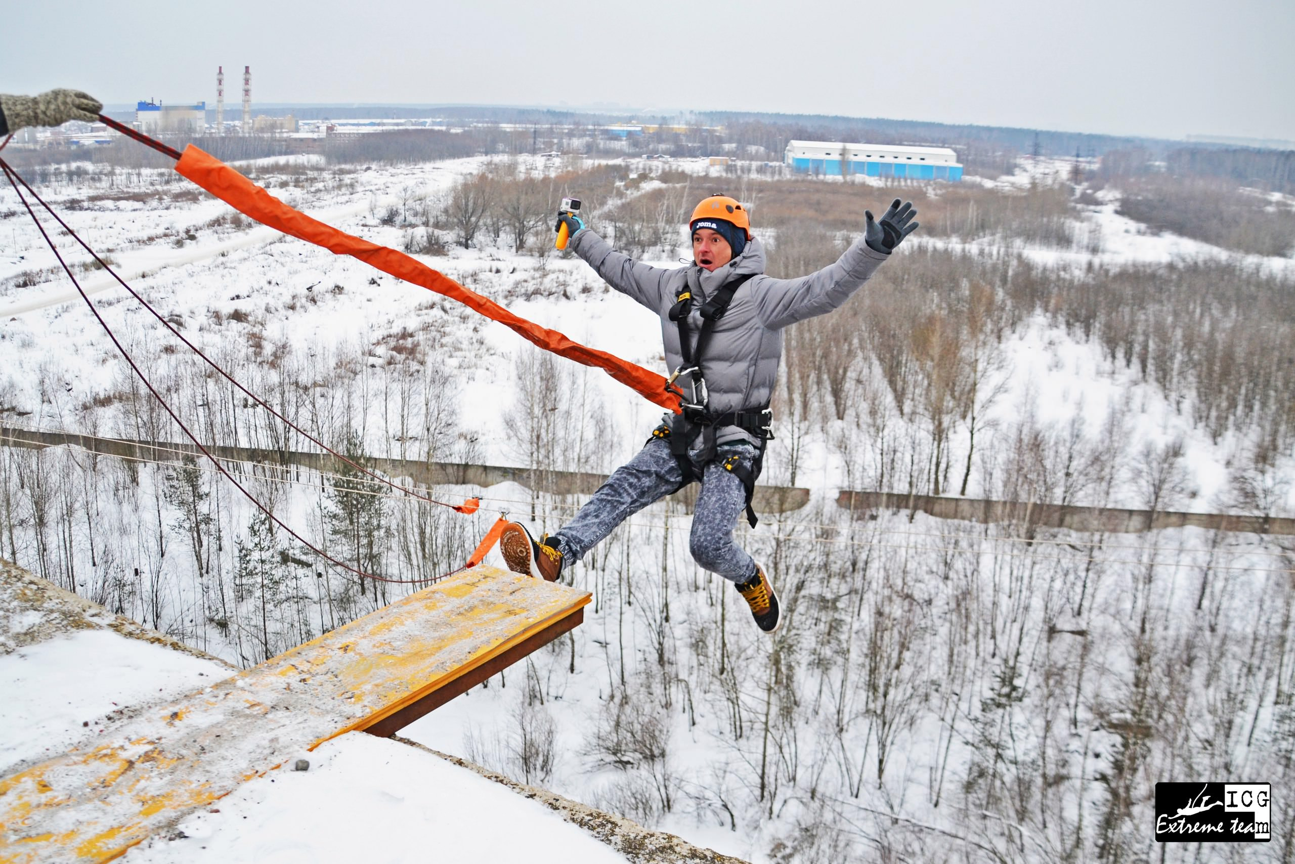 зимние прыжки с крыши 35 метрового здания