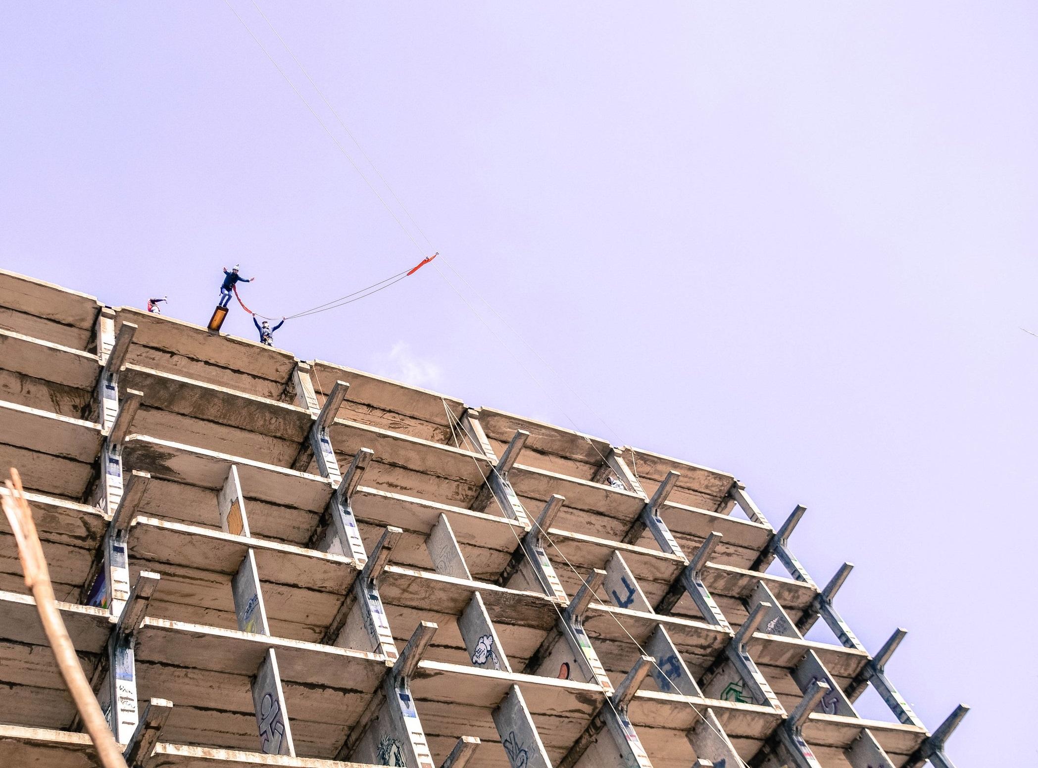 тарзанка с 35 метрового здания