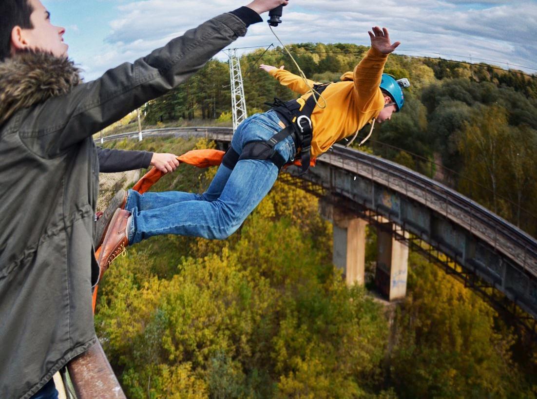 Тарзанка с моста 25 метров над рекой