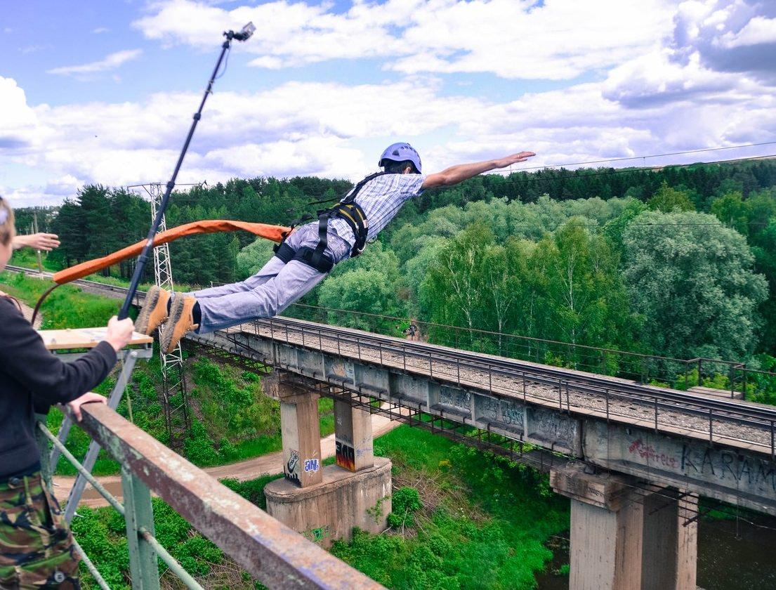 Тразанка с моста на рекой высота 25 метров