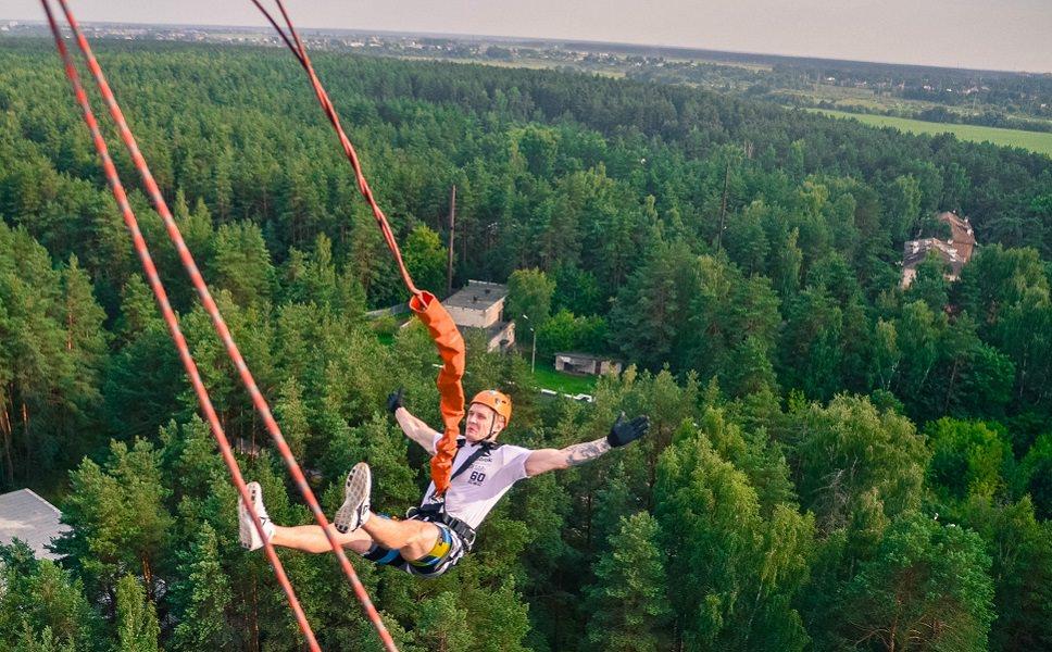 Прыжок с веревкой спиной с высоты 50 метров