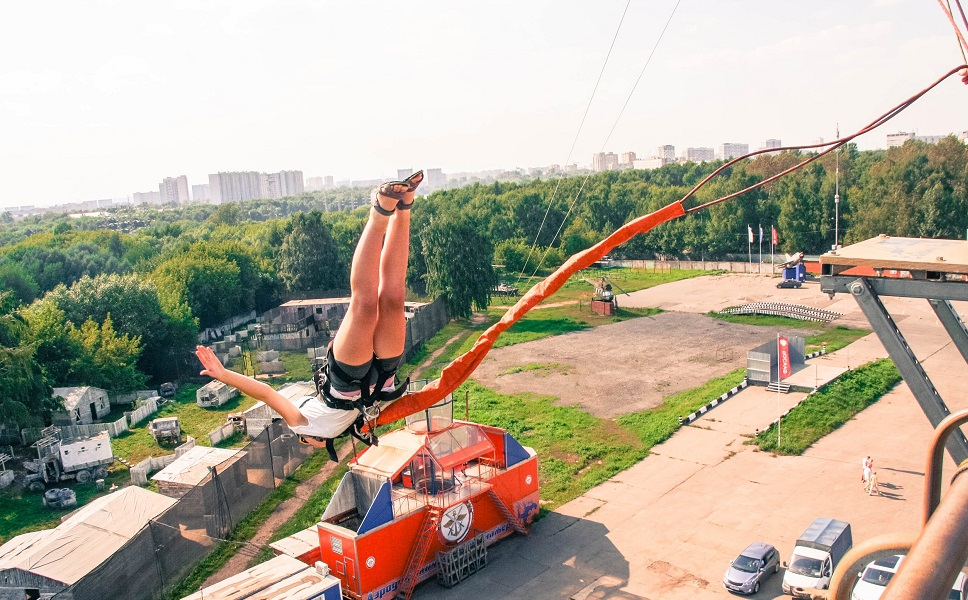 Тарзанка с вышки в Москве