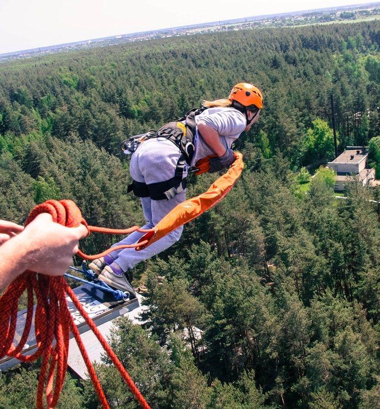 прыжок с веревкой с 50 метров